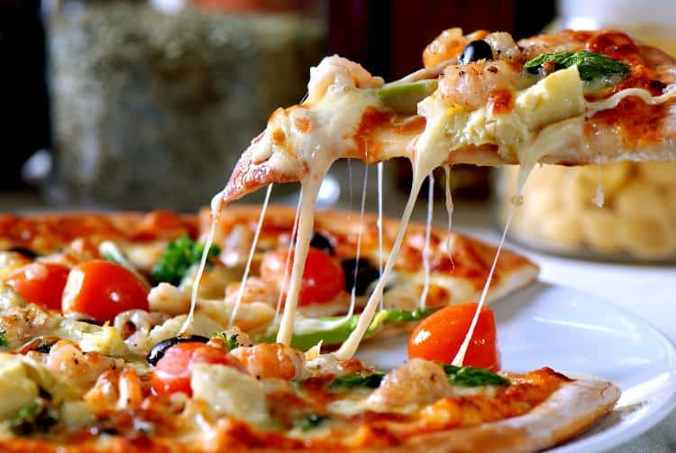 Нельзя кушать пиццу на ночь